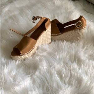 Shoes - ❤️BRAND NEW ESPADRILLE WEDGES
